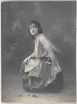 Pamela Lyndon Travers, 1920