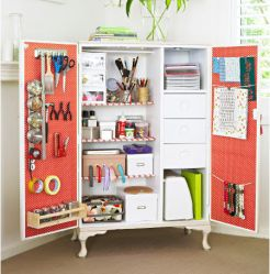 Craft Room Ideas di Laura Wadsworth.